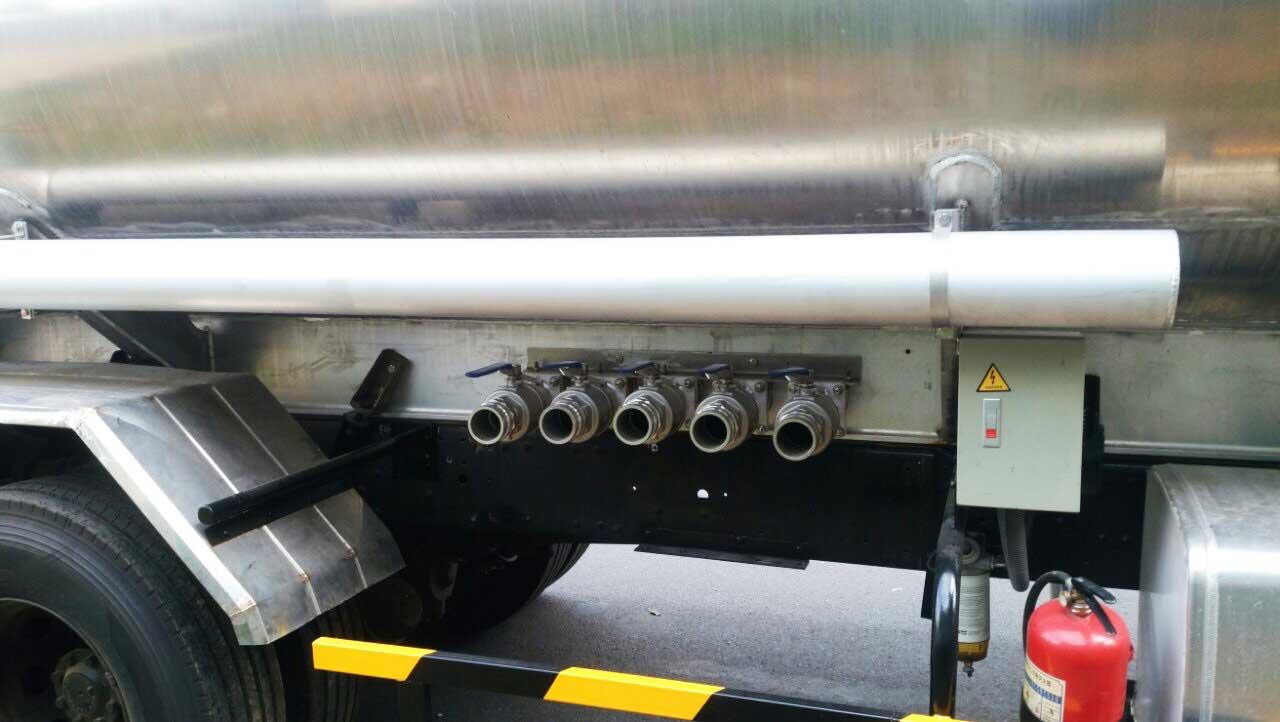 Xe bồn xitec Hyundai Mighty 110S chở xăng dầu 9 m3 khối